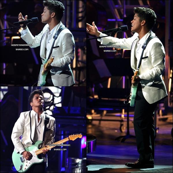25/06/11 : C'est dans un magnifique TOP que Bruno a assisté aux BET Music Awards en direct de Los Angeles, en Californie où il a foulé le tapis rouge et a également réalisé un duo surprise avec la chanteuse Alicia Keys ainsi que le rapeur Rick Ross.