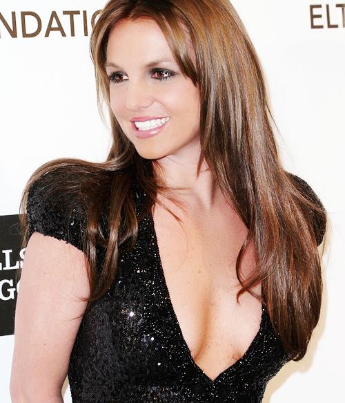 Britney est maintenant brune.