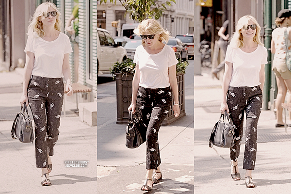 """19.O8.2O11&22.O8.2O11; Kirsten se promenant à New York & a une projection de """"Our Idiot Brother""""J'adore sa première tenue, c'est très Kirsten! La deuxième n'est pas mal mais Kirsten peut mieux faire :)"""
