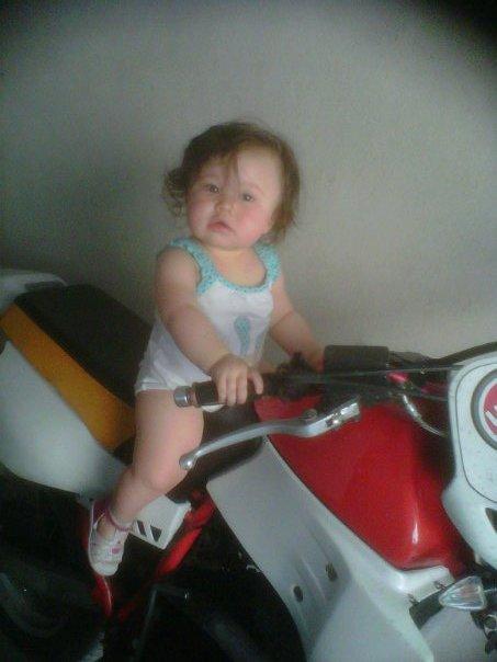 SARAH FUTUR PILOTE DE MOTO lol