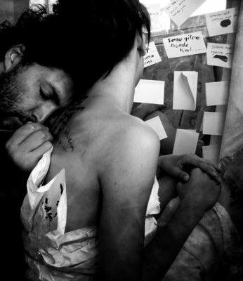 Je n'ai jamais su aimer à moitié et envie ces hommes qui savent embrasser une fille sans rien promettre, ces garçons pour qui l'amour est un passe-temps délicieux. ........................................................................................................