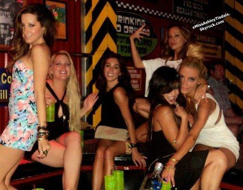 ◇ Article Flash Back - Vanessa Hudgens et Ashley Tisdale picolent ensemble.