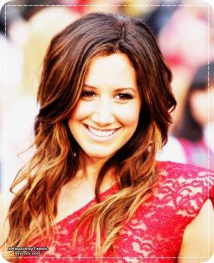 ~ Welcome onyour blog source Ashley Tisdale:www.xmissashleytisdale.skyrock.com Bonne visite &` lachez vos commentaires, ils sont tous rendus;)!