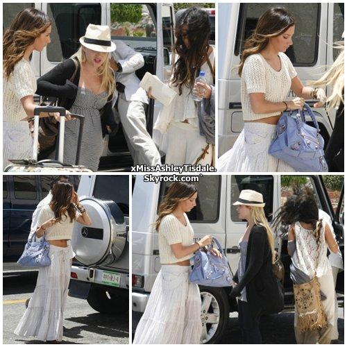 3 Mai 2011 ◇ Ashley quittant ses vacances bien mérité, à la plage de Los Cabos, au Mexique, avec ses deux meilleures amies Shelley Buckner et Vanessa Hudgens .