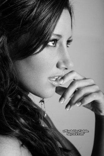 ◇ Une nouvelle photo d'Ashley par Derek Wood vient d'apparaître.