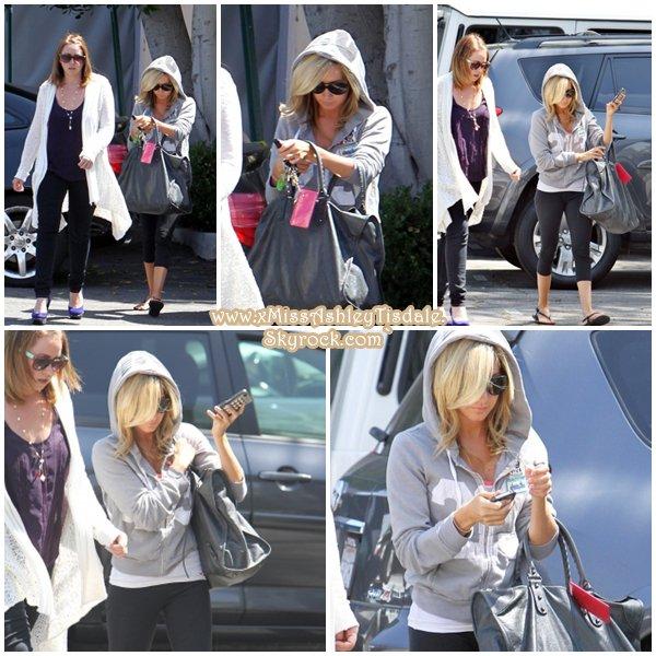 11 Juillet 2011 ◇ Ashley allait à la salle de gym Equinox à West Hollywood.