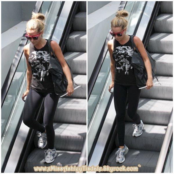 18 Juillet 2011 ◇ Ashley allait à la salle de gym Equinox dans West Hollywood.