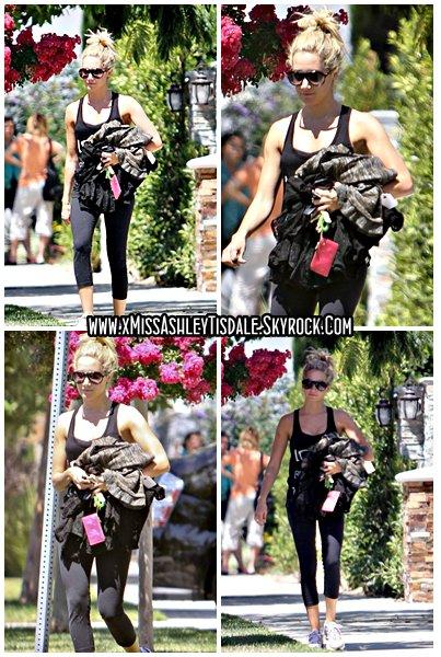 25 Août 2011 ◇ Ashley à été aperçu quittant la maison de ses parents dans une tenue très sport. Ashley semble être prête pour la gym.
