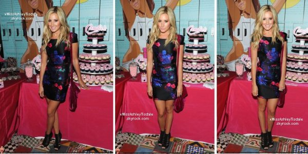 Le 28 août 2011 ◇ Ashley rejoin un ami a un centre commercial dans Studio City.