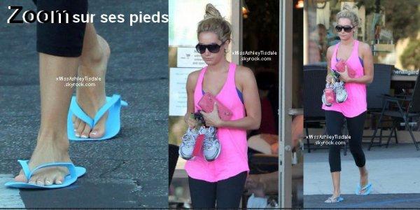 le 1 septembre 2011 ◇ Ashley au salon de beauté Nail Garden pour se faire une manicure des pieds .