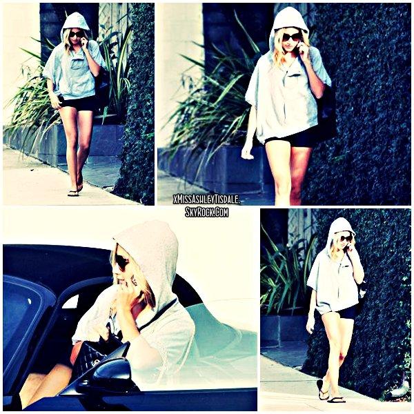 13 Septembre 2011 ◇ Ashley retournant à sa voiture après avoir été à L'Equinox.
