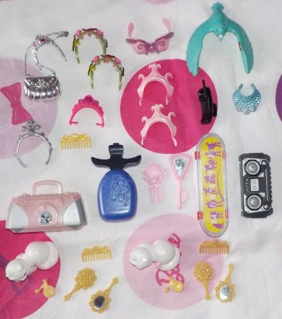 Vétements et accesoires Barbie, Winx, Monstr high et Disney à vendre ou à échanger