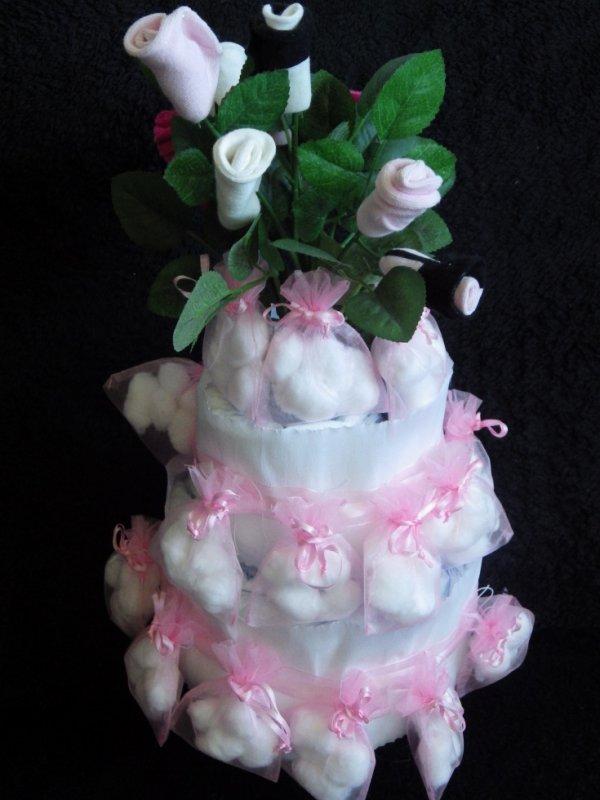 gâteau de couches baptême rose