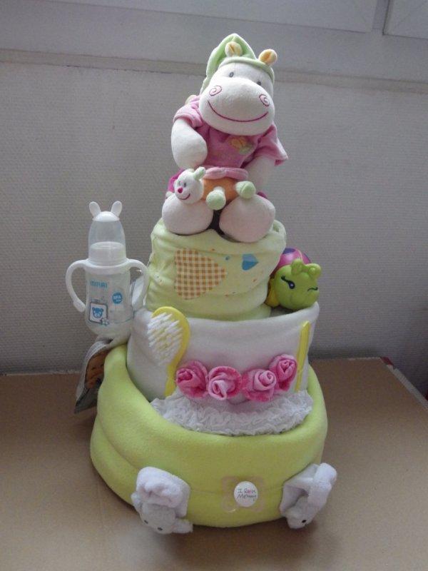 gâteau couches 3 étages pour une fille