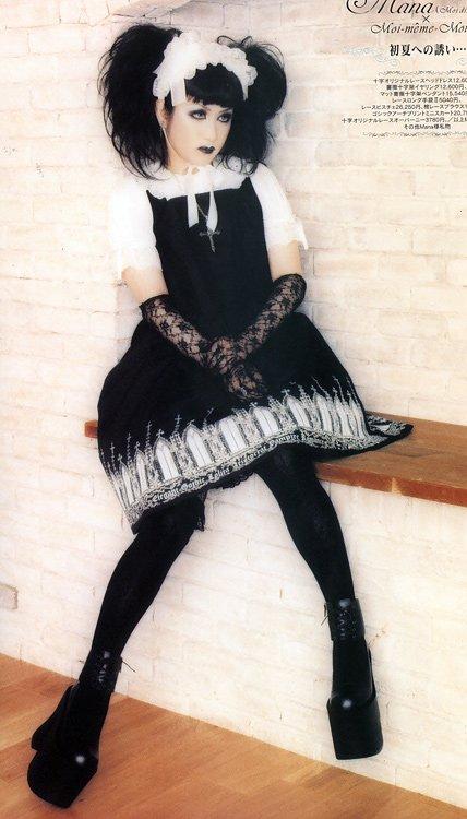 Lolita 1 : Poupées Noir Ruban, Blanc Dentelle et Rouge Sang...