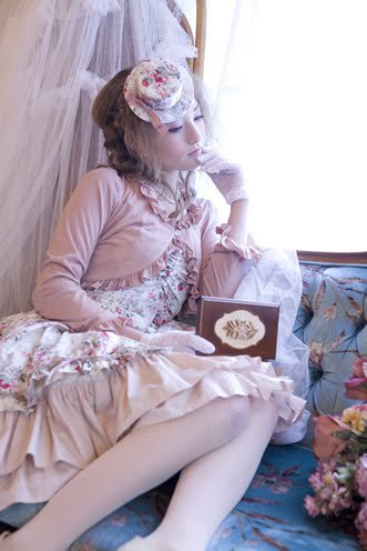 Lolita 3 : Les Roses et les Ombrelles