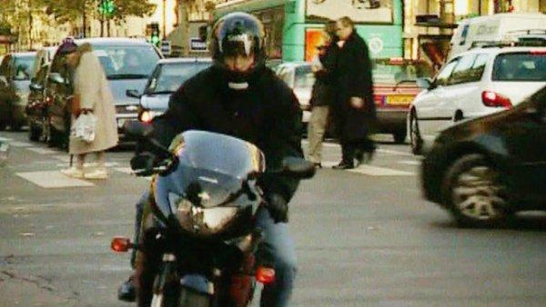 Les motards bientôt autorisés à remonter les files de voitures ? France