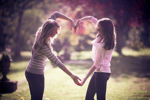 « L'amitié ne consiste pas seulement à voir les mêmes personnes régulièrement. C'est un engagement, une promesse, de la confiance, c'est être capable de se réjouir du bonheur de l'autre » Philippe Besson