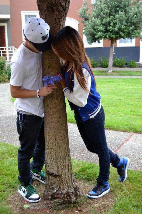 .On dit que les amoureux sont seuls au monde ♥ ♥ C'est faux !! Ils sont entourés de gens jaloux , malheureux , mal aimés , qui cherchent par tous les moyens à détruire leur bonheur </3