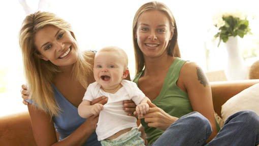 • Je suis lesbienne et je serais maman !!! FUCK les gents à qui ça plait pas •