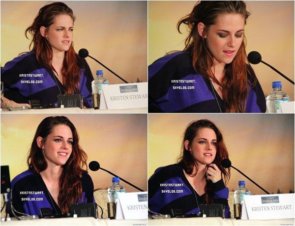 02/11/12 -  Kristen assistait à une conférence de presse pour Breaking Dawn Part 2 avec ses deux co-stars.