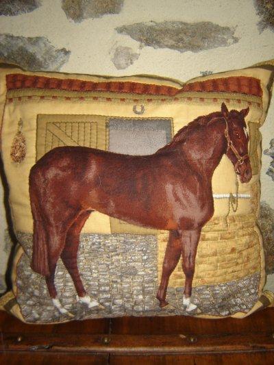 coussin cheval patchwork et relief 37 x 37 cm fait main blog de deco creation. Black Bedroom Furniture Sets. Home Design Ideas
