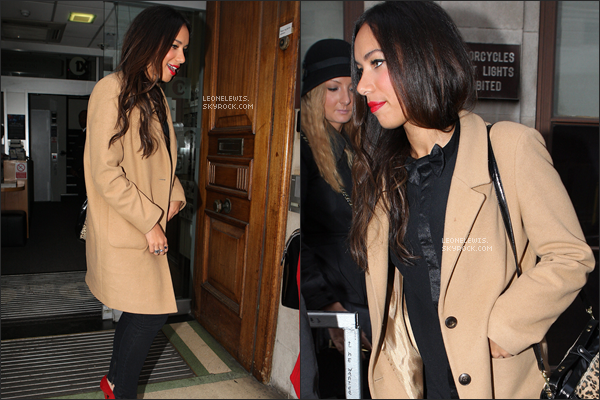 14/12/11 : Leona sortant des studios BBC à Londres.