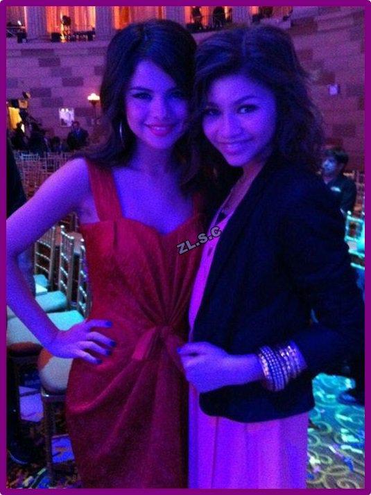 Zendaya avec Selena Gomez qui fête ses 21 ans :)