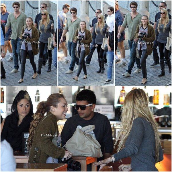 - 22.06.11-Candids de Miley allant déjeuner à Brisbane (en Australie). -  -