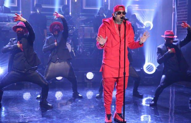 "Chris performe 'X' & 'Loyal' au ""The Tonight Show"" avec Jimmy Fallon"