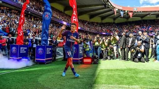 Neymar a officiellement signé au PSG pour cinq ans