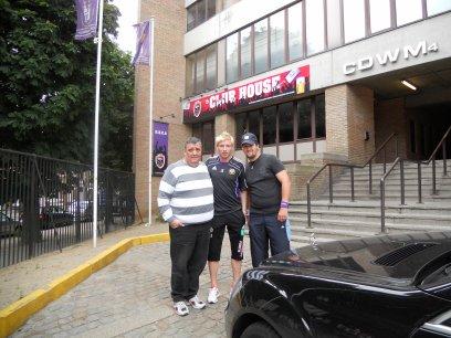 X- mon beau pere , Jonathan Legear ( joueur de RSCA ) et mon homme ( le 14.05.2011 )-X