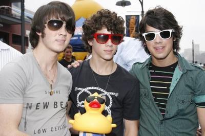 .  Fiction Jonas Brothers   .