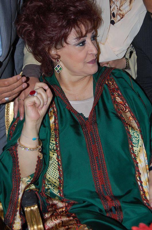 مطربة الأجيال وردة  باللباس المغربي التقليدي