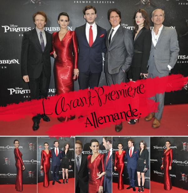 MaiPenélope Cruz n'était pas accompagnée de Johnny Depp pour la première de POTC4, qui a eu lieu hier au Mathaeser Filmpalast de Munich en Allemagne.     Elle est apparue dans une robe rouge signée   Armani.