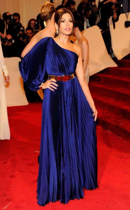 En robe bleu marine