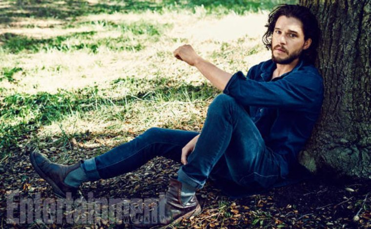 KIT HARINGTON POUR ENTERTAINMENT WEEKLY