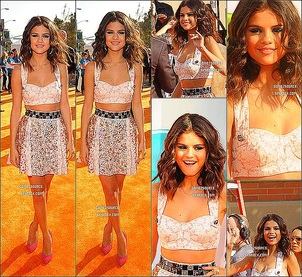 . 31/03/2012 : Selena était présente aux Kids Choice Awards 2012. Je trouve sa tenue juste sublime ! Elle est magnifique! Qu'en penses-tu? .