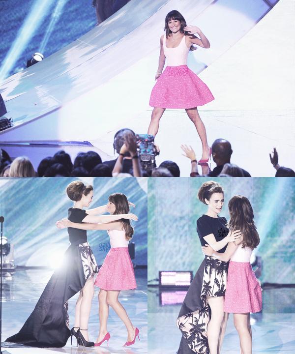 PUBLIC APPEARANCE // 11 août 2013 Leaétait comme promis aux Teen Choice Awards 2013. Même si elle n'était pas présente sur letapis bleu, elle a gagné un prix et fait un discours plus qu'émouvant !