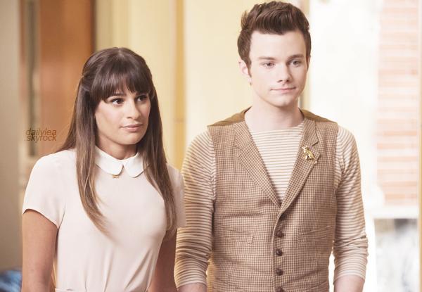 """STILLS//Glee, 5x03, """"The Qaurterback"""" Découvrez un nouveaux still de l'épisode 03 de la saison 05 de Glee intitulé """"The Quarterback"""", n'oublions pas qu'il s'agit de l'épisode hommage à Cory Monteith/Finn Hudson !"""