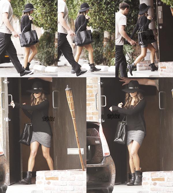 OUT & ABOUT // 04 novembre 2013 Lea  a été vue se rendant à un studio.