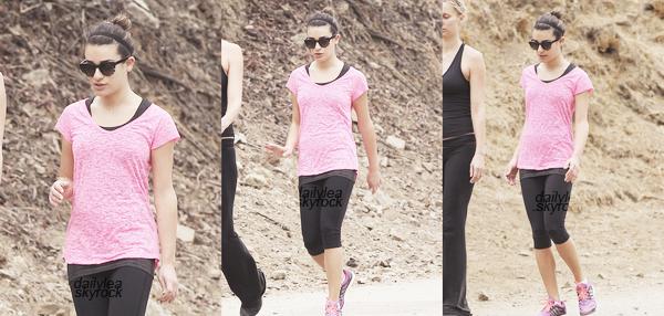 OUT & ABOUT // 12 novembre 2013 Lea faisait une randonnée à Los Angeles.