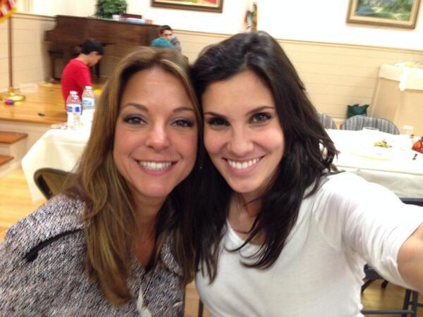 Eva larue et Daniela Ruah thangiving 2013