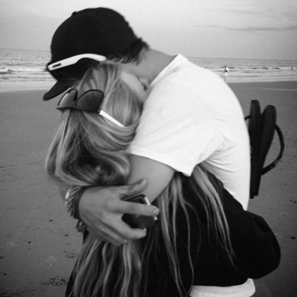 La vérité c'est que parfois tu me manques tellement que j'ai l'impression de crever tant ça fait mal.