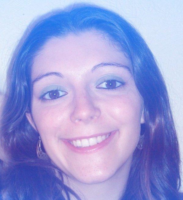 isabelle alexandra avec un tres beau maquillage qui lui va parfaitement.