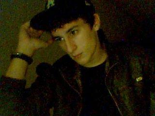 Jr Kellias    |       18 Ans     |     In Love   |       91 EssOnne     |      Lyceen       |      Krumper    |