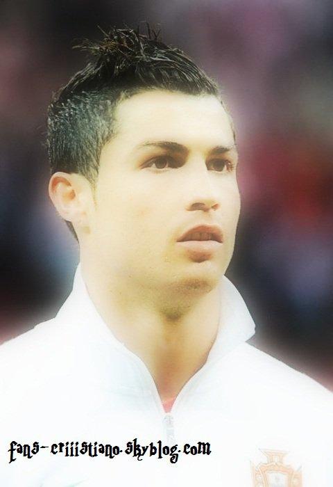 Cristiano Ronaldo Contre Poland votre com's pour ce Joueur ;)