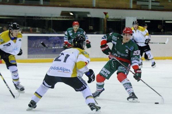 Le HC Mont-Blanc s'impose 8 buts à 5 au forceps face à Chambéry et conserve la 2ème place de la Poule de Maintien.