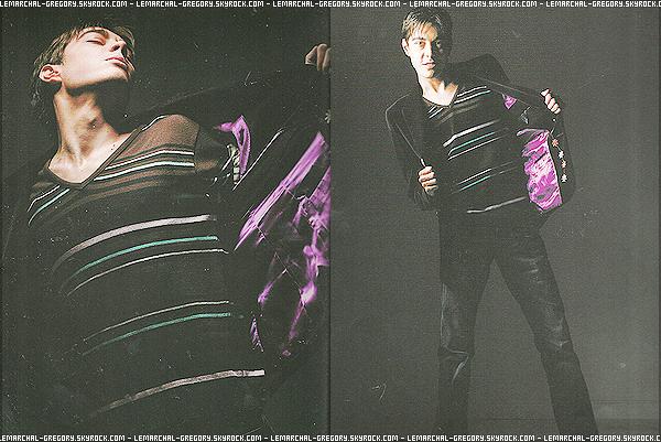 Redécouvrez le dernier photoshoot de Grégory Lemarchal réalisée pour son 2e album ! Malheureusement Greg a était emporté par la maladie avant  de pouvoir faire plus de photo, seulement deux photo du shoot sont dispo.