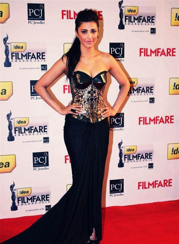 Shruti Hassan at Filmfare Awards 2013